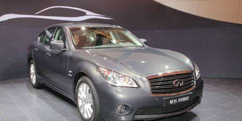 Tire, Wheel, Automotive design, Vehicle, Land vehicle, Glass, Automotive lighting, Headlamp, Transport, Car,
