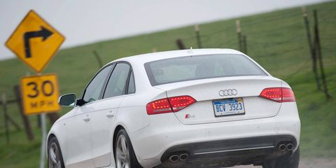 Tire, Wheel, Mode of transport, Road, Automotive tire, Automotive design, Vehicle, Automotive lighting, Rim, Vehicle registration plate,
