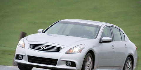 Mode of transport, Automotive design, Daytime, Vehicle, Headlamp, Infrastructure, Transport, Glass, Car, Automotive lighting,
