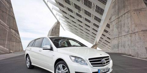 Tire, Wheel, Mode of transport, Automotive design, Automotive tire, Vehicle, Transport, Rim, Alloy wheel, Automotive parking light,