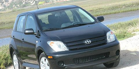 Tire, Motor vehicle, Wheel, Automotive mirror, Automotive tire, Automotive design, Vehicle, Alloy wheel, Land vehicle, Automotive wheel system,
