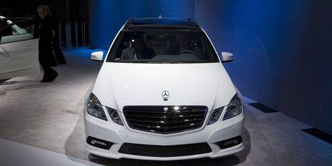 Automotive design, Vehicle, Event, Land vehicle, Grille, Car, Automotive lighting, Headlamp, Personal luxury car, Glass,
