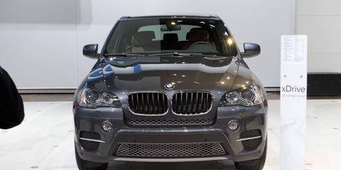 Motor vehicle, Automotive design, Automotive exterior, Vehicle, Automotive lighting, Hood, Grille, Headlamp, Car, Automotive mirror,