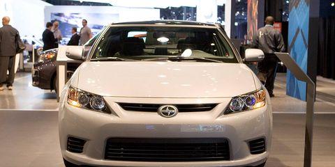 Motor vehicle, Automotive design, Daytime, Vehicle, Product, Event, Land vehicle, Headlamp, Car, Grille,