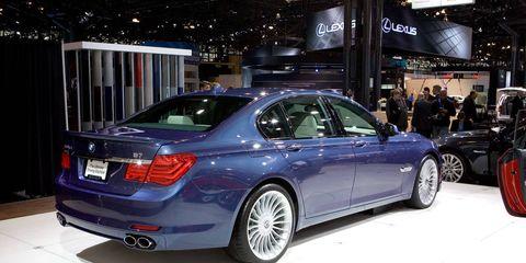 Tire, Wheel, Automotive design, Vehicle, Land vehicle, Alloy wheel, Spoke, Rim, Vehicle registration plate, Automotive tire,