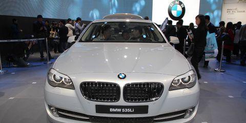 Automotive design, Vehicle, Event, Land vehicle, Grille, Car, Personal luxury car, Vehicle registration plate, Luxury vehicle, Exhibition,