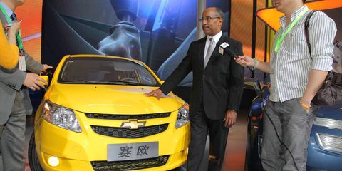 Motor vehicle, Automotive design, Yellow, Vehicle, Car, Exhibition, Auto show, Mid-size car, Chevrolet cruze, Full-size car,