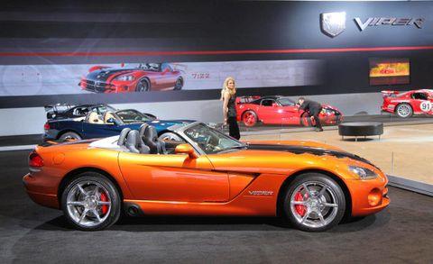 Tire, Wheel, Automotive design, Land vehicle, Vehicle, Performance car, Car, Automotive parking light, Sports car, Fender,
