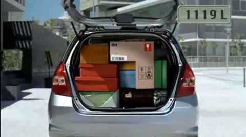 Motor vehicle, Automotive tail & brake light, Mode of transport, Automotive mirror, Automotive design, Automotive exterior, Trunk, Car, Automotive lighting, Glass,