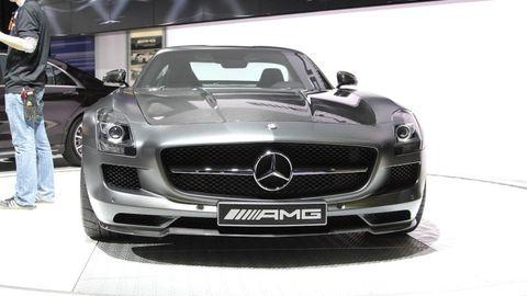 Automotive design, Mode of transport, Vehicle, Grille, Mercedes-benz, Hood, Car, Automotive mirror, Personal luxury car, Automotive exterior,