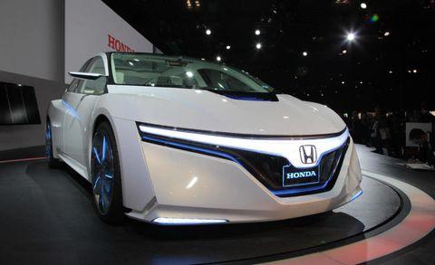 Mode of transport, Automotive design, Vehicle, Event, Land vehicle, Transport, Car, Auto show, Personal luxury car, Automotive mirror,