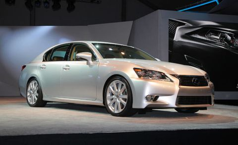 Tire, Wheel, Automotive design, Vehicle, Land vehicle, Product, Car, Alloy wheel, Rim, Personal luxury car,