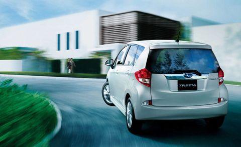 Motor vehicle, Automotive mirror, Automotive design, Mode of transport, Vehicle, Automotive exterior, Automotive tail & brake light, Automotive lighting, Automotive tire, Car,