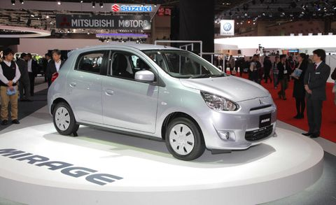 Motor vehicle, Wheel, Automotive design, Mode of transport, Vehicle, Land vehicle, Event, Transport, Automotive mirror, Car,