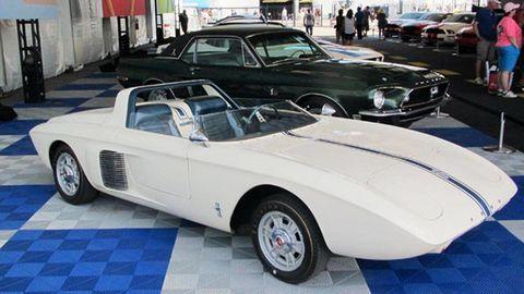 Tire, Wheel, Mode of transport, Automotive design, Vehicle, Land vehicle, Automotive wheel system, Car, Classic car, Automotive tire,