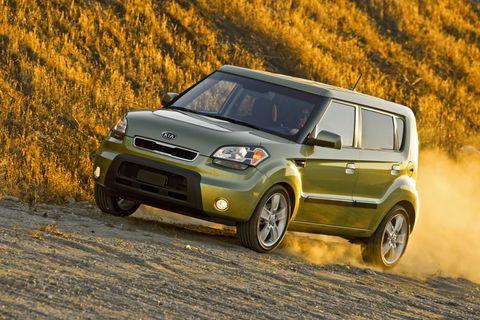Tire, Wheel, Automotive design, Vehicle, Land vehicle, Car, Automotive lighting, Rim, Vehicle door, Headlamp,