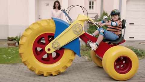 197 Koda Octavia Vrs Ad Features Oversized Toys 197 Koda
