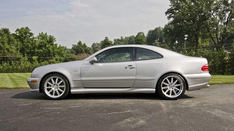 Tire, Wheel, Vehicle, Alloy wheel, Automotive design, Window, Land vehicle, Spoke, Rim, Automotive tire,