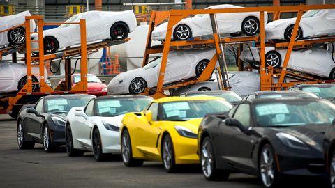Tire, Wheel, Motor vehicle, Mode of transport, Automotive design, Land vehicle, Vehicle, Automotive parking light, Rim, Car,