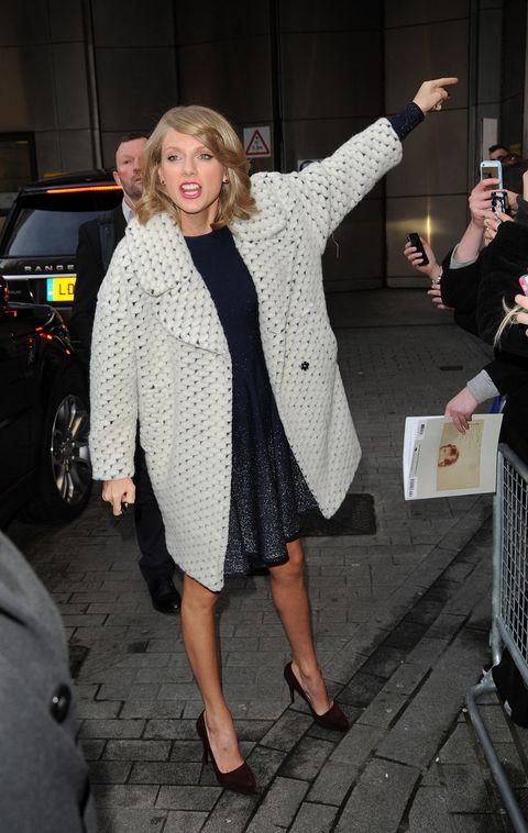 Human body, Hand, Outerwear, Street fashion, Fashion, Blazer, High heels, Blond, Sandal, Foot,