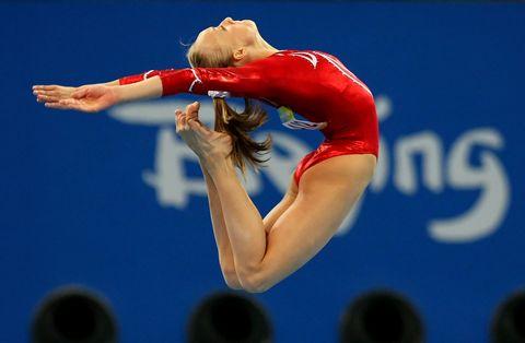 Finger, Sports uniform, Human leg, Shoulder, Sportswear, Gymnastics, Elbow, Hand, Joint, Competition event,