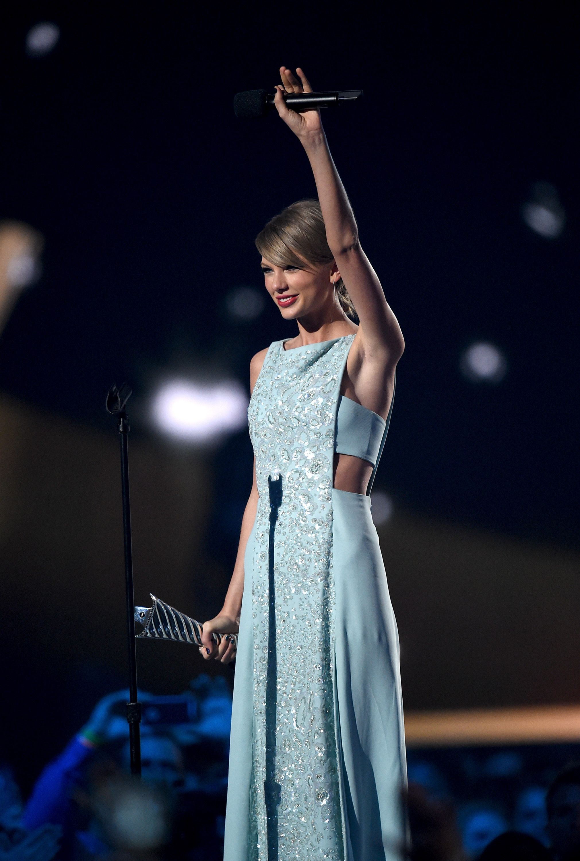 Taylor Swift S Stunning Acm S Gown Is The Definition Of Prom Dress Goals