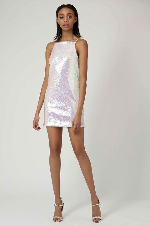 Leg, Skin, Human leg, Sleeve, Shoulder, Joint, White, Style, Fashion model, Knee,