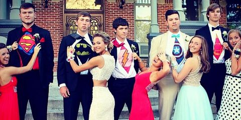 0bfb315d5703 20 Best Prom Poses - Creative Ideas For Prom Pictures With Your Besties