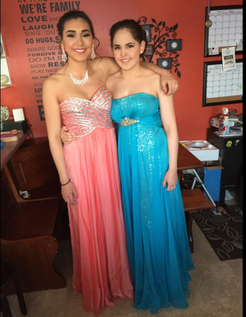 Smile, Dress, Shoulder, Strapless dress, Textile, Formal wear, Facial expression, Teal, Fashion accessory, Gown,