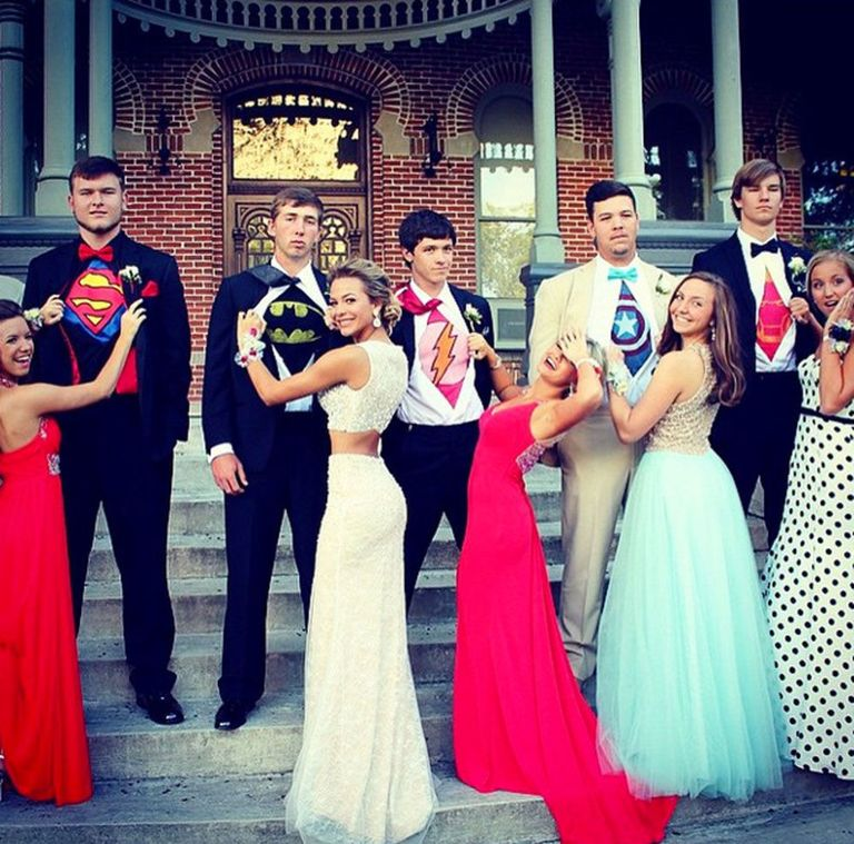 15 Best Prom Poses - Creative Ideas For Prom Pictures With