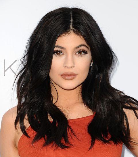 Lip, Hairstyle, Chin, Shoulder, Eyebrow, Eyelash, Black hair, Step cutting, Beauty, Long hair,