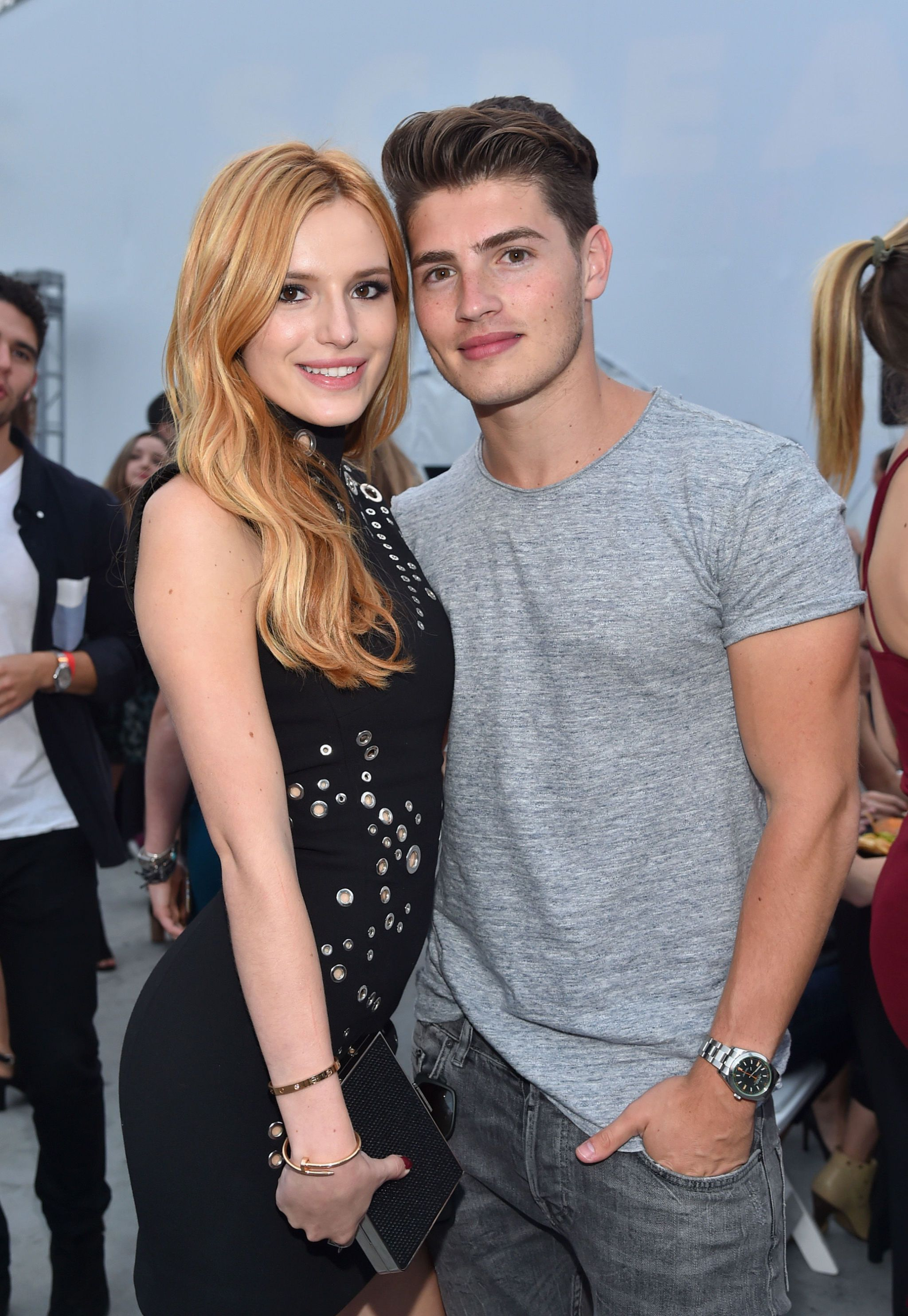 Who is bella thorne currently dating
