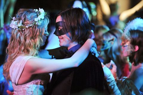 Interaction, Headpiece, Hair accessory, Party, Love, Romance, Ceremony, Audience, Dance, Headband,
