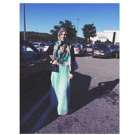 Street fashion, Vehicle door, Electric blue, Teal, Waist, Luxury vehicle, Costume, Parking, Shadow,