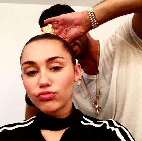 Ear, Lip, Cheek, Hairstyle, Forehead, Eyebrow, Wrist, Earrings, Jewellery, Eyelash,