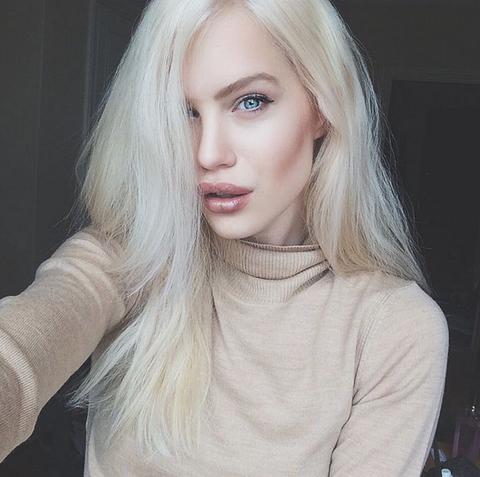 Lip, Hairstyle, Eye, Eyebrow, Eyelash, Jaw, Long hair, Beauty, Blond, Sweater,
