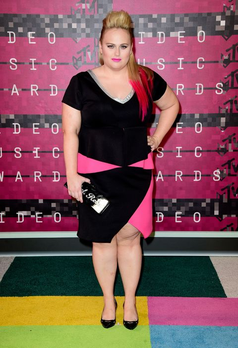 Dress, Human leg, Red, Flooring, Jewellery, Fashion accessory, Carpet, Fashion, Waist, Little black dress,