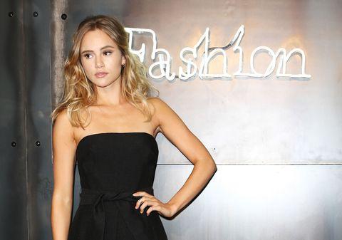 Dress, Shoulder, Strapless dress, Waist, Style, Fashion model, One-piece garment, Cocktail dress, Day dress, Fashion,