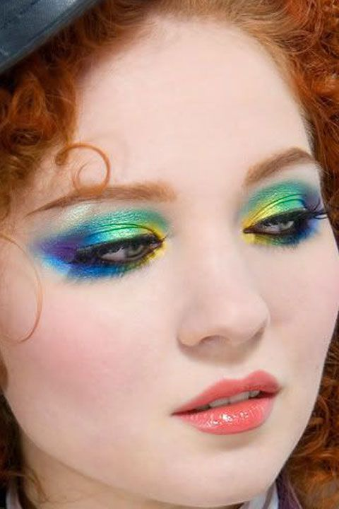 Lip, Brown, Hairstyle, Skin, Eye, Eyelash, Green, Forehead, Eyebrow, Eye shadow,