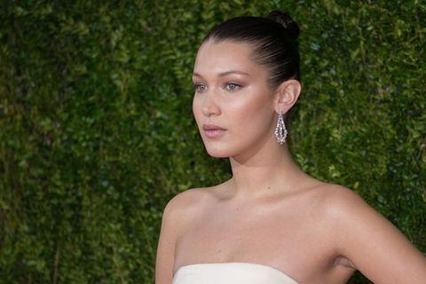 Ear, Hairstyle, Skin, Shoulder, Earrings, Strapless dress, Joint, Eyelash, Style, Beauty,