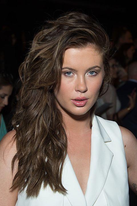 Lip, Hairstyle, Skin, Chin, Forehead, Shoulder, Eyebrow, Eyelash, Style, Fashion model,