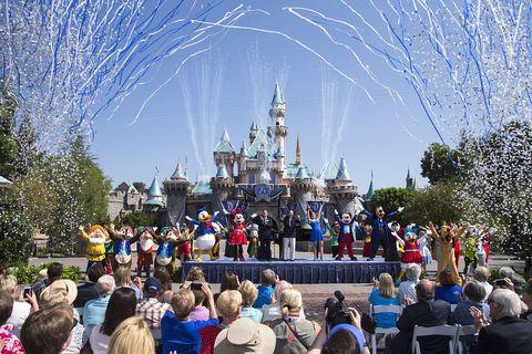 Crowd, Mammal, Walt disney world, Tourism, World, Public event, Audience, Amusement park, Tourist attraction, Spire,