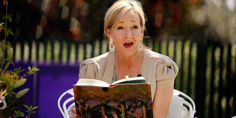 Jewellery, Blond, Speech, Spokesperson, Orator, Reading, Publication, Book, Public speaking, Feathered hair,
