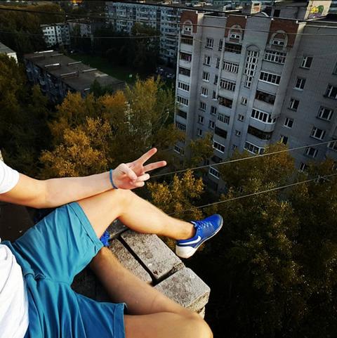 Finger, Neighbourhood, Building, Wrist, Residential area, Condominium, Electric blue, Apartment, Nail, Majorelle blue,