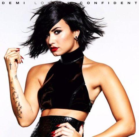 Arm, Lip, Hairstyle, Eye, Skin, Human body, Shoulder, Eyebrow, Eyelash, Style,