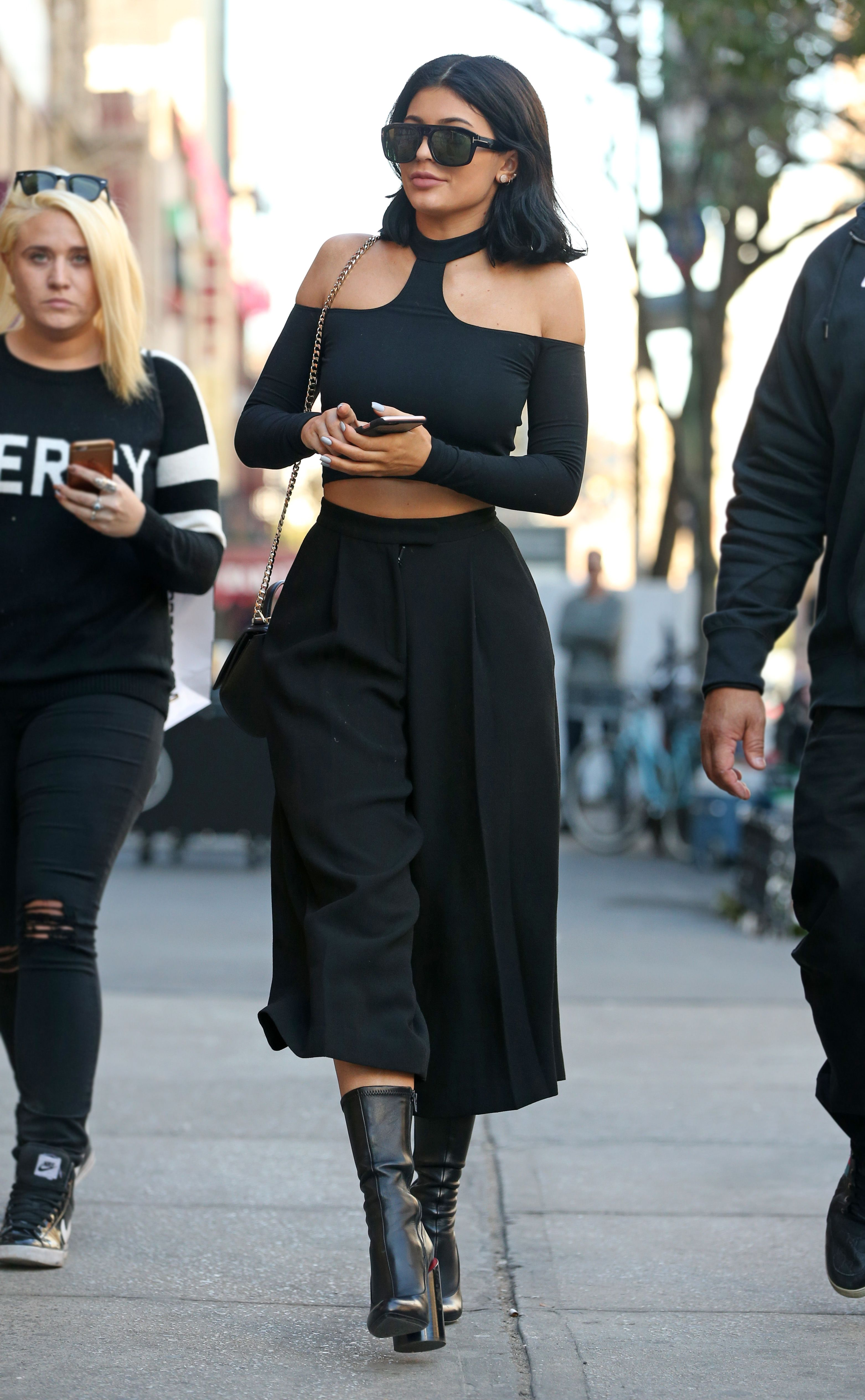 Kendall \u0026 Kylie Jenner\u0027s Best Street Style , Kylie \u0026 Kendall Jenner Fashion