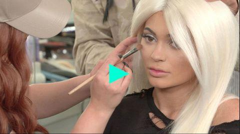 Lip, Finger, Skin, Eyelash, Eye liner, Wig, Long hair, Blond, Service, Makeover,