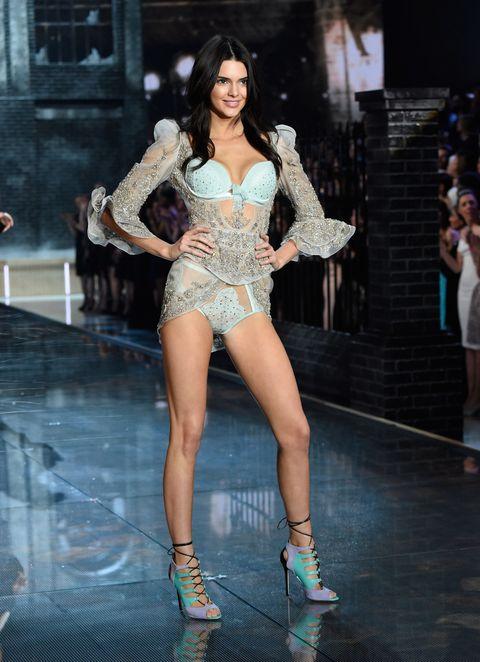 Human leg, Thigh, High heels, Beauty, Fashion, Fashion model, Model, Long hair, Sandal, Waist,