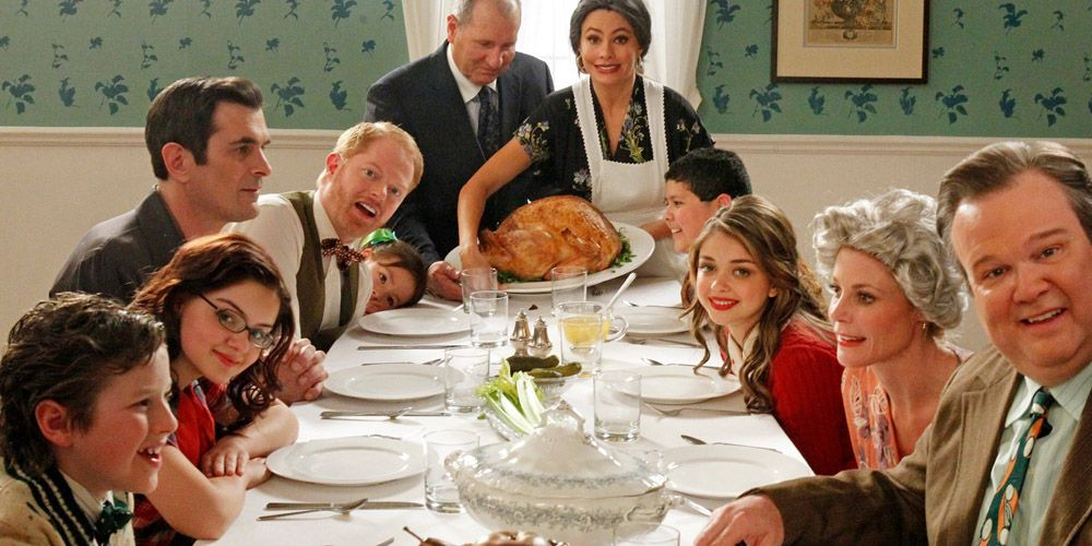 11 Awkward Things That Happen At Thanksgiving Dinner Every Year