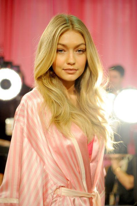 Lip, Hairstyle, Long hair, Blond, Fashion model, Step cutting, Eyelash, Brown hair, Street fashion, Layered hair,